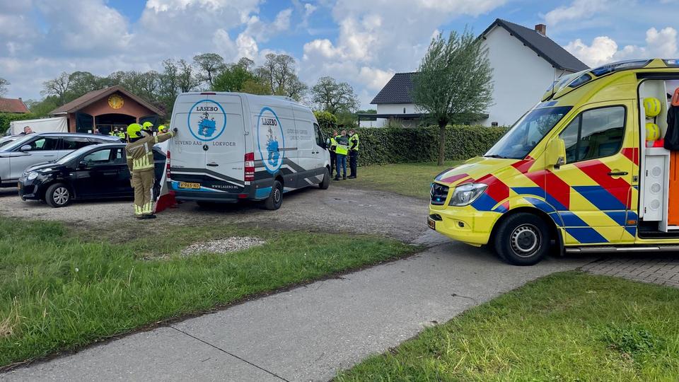 Busje overrijdt voetgangster in Echt: vrouw zwaargewond
