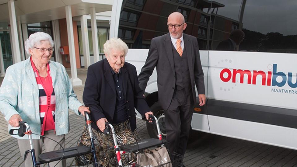 Omnibuzz stopt met gratis ritjes voor ouderen naar vaccinatielocaties